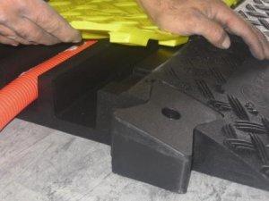 protege cables passage des vehicules nos produits cable equipements. Black Bedroom Furniture Sets. Home Design Ideas