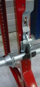 Cable drum rack with a centralised locking system ...